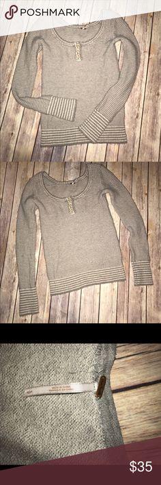 FREE PEOPLE Grey Striped Wool Sweater Top! Small Sexy FREE PEOPLE Scoop Neck Grey Wool Stripe Sweater Top! Small, Great Used! 70% Wool, 20% polyester, 8% nylon & 2% spandex Free People Sweaters Crew & Scoop Necks