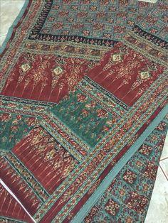 ผ้าลายอย่าง Thai Traditional Dress, Traditional Art, Thailand Fashion, Thai Design, Thai Dress, Thai Art, Sari Blouse, Saris, Bohemian Rug