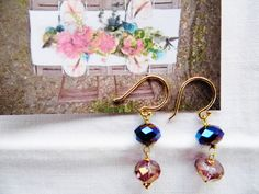 Krystal øreringe med dybblå perle og lyserød swarowski - de er forgyldte. Er du pigen med cyklen der holder af at spise i naturen? Så se på www.annweidesign.com Krystal goldplated earrings with Deep blut Pearls and pink swarowski for the girl with her bike in Nature.