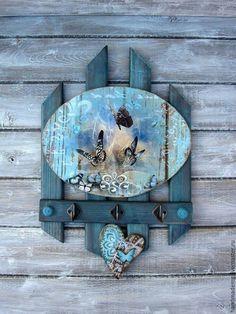 Ideas Vintage Decoracion Carteles For 2019 Decoupage Art, Decoupage Vintage, Tole Painting, Painting On Wood, Wood Crafts, Diy And Crafts, Garden Shelves, Pallet Art, Wooden Art