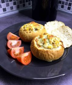 Songoku töltött zsemle Gazpacho, Baked Potato, Muffin, Potatoes, Baking, Breakfast, Ethnic Recipes, Food, Pizza