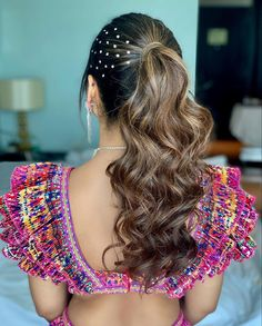 A ponytail with twisted curls and pearl studding on one side! PC:ritikahairstylist #hairstyles #hair #hairgoals #hairideas #wittyvows #bridalhair #bridalhairstyle #bridalhairaccessories #wedding #indianwedding #indianbride #ponytail #braids #braidstyles One Hair, More Words, Ponytail, Bridal Hairstyles, Long Hair Styles, Photo And Video, Indian Bridal, Chic, Artist