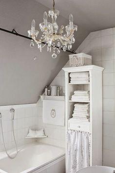 salle de bain rétro en blanc