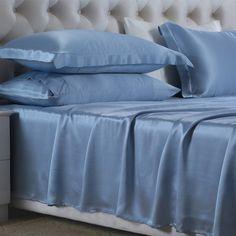 Azul Claro, Nuestras sábanas encimeras de #seda se han fabricado con la mejor seda de #morera de #19 mm, que es hermosa, suave y lujosa. Se puede ajustar de forma natural a la temperatura del cuerpo, es resistente al polvo y te brinda un sueño maravilloso. De: https://www.oosilk.com/es/silk-flat-sheets-c.html