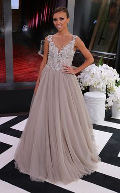 This dress in a whiter colour is what I am wearing to my imaginary wedding!!! Giuliana Rancic, E! Oscar Pre-Show