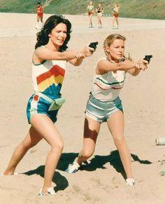 "Jaclyn Smith and Cheryl Ladd of ""Charlie's Angels"" TV series Kate Jackson, Cheryl Ladd, Cameron Diaz, 70s Fashion, Fashion History, Party Fashion, Jaclyn Smith Charlie's Angels, Aerobic, Farrah Fawcett"