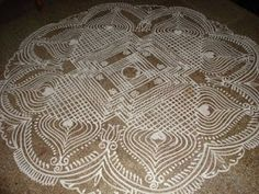 kolam- I want to have a design like this on my floor in my future home. Rangoli Patterns, Rangoli Designs With Dots, Rangoli With Dots, Beautiful Rangoli Designs, Kolam Designs, Simple Rangoli, Padi Kolam, Kolam Rangoli, Indian Rangoli