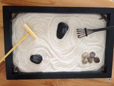 Jardin zen miniature Zen Gardens, Feng Shui, Projects To Try, Miniatures, Gardens, Japanese Language, Mockup, Minis