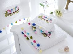 Bırdy Nakışlı Yüz Havlusu 50x90 Beyaz - Yüz Havlusu Modelleri Crochet Home, Crochet Baby, Crochet Potholder Patterns, Pom Pon, Decorative Towels, Creative Embroidery, Little Designs, Bargello, Bathroom Towels