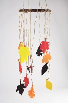 Love this colorful leaf wind chime! Kids will have fun making this fall craft.