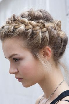 Side braid. Have to take some time to try this soon!