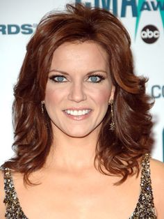 Add a cute dose of country to your locks by teasing the layers around your crown like Martina McBride. Haircuts For Long Hair With Layers, Long Layered Hair, Layered Haircuts, Medium Layered, Pixie Haircuts, Loose Curls Hairstyles, Blonde Hairstyles, Medium Hairstyles, Short Hairstyle