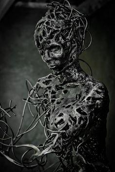 Amazing!!! Johannesburg-based artist Regardt van der Meulen has created the Ballerina sculptures.