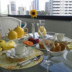 Breakfast Table Setting, Brunch, Kitchens, Table Settings, Food And Drink, Tables, Interior Design, Glass, Closet