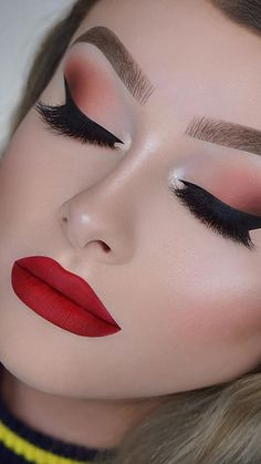Dramatic Makeup Looks Make You Glow in 2020 - Page 2 of 9 - StarMyFashion Red Lips Makeup Look, Prom Makeup Looks, Eyeshadow Makeup, Makeup Art, Makeup Ideas, Beauty Makeup, Makeup Lips, Gold Makeup, Pink Makeup