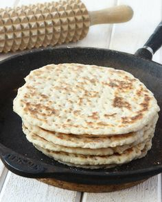 Tunnbröd - recipe in Swedish Savoury Baking, Bread Baking, Wine Recipes, Baking Recipes, No Bake Desserts, Dessert Recipes, Swedish Recipes, Easy Bread, Bagan