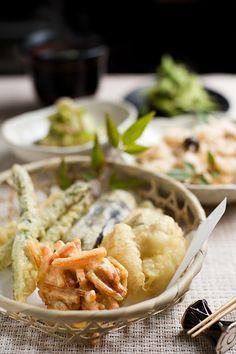 Parecido com a polme das iscas de bacalhau - Tempura da culinária japonesa consiste em pedaços fritos de vegetais ou mariscos envoltos num polme fino. Frito em óleo muito quente, durante  dois ou três minutos. Em Portugal temos os peixinhos da horta, pedaços de feijão-verde fritos num polme mais espesso que o da tempura.