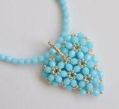 srdce.. modré Bead Jewellery, Beaded Jewelry, Jewelery, Handmade Jewelry, Beaded Necklace, Beaded Bracelets, Seed Bead Art, Beaded Brooch, Bracelet Patterns