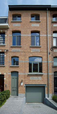 Herenhuis met vernieuwde voordeur in aluminium | Belisol