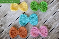 Small crochet bow pattern by Daisy Cottage Designs. These would be great for embellishing little girly ami's.