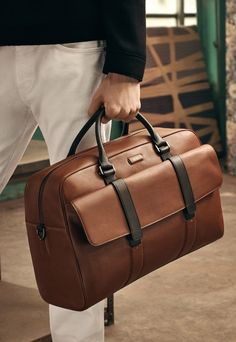 Discover bold, masculine tailoring and pared-back sportswear for him Source by adilfaruk Duffle Bag Travel, Backpack Bags, Travel Bags, Mens Weekend Bag, Leather Briefcase, Casual Bags, Look Fashion, Fashion Bags, Mens Fashion