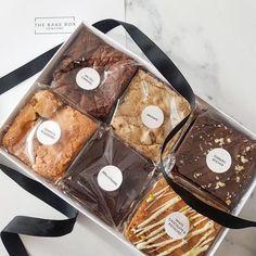 Bake Sale Packaging, Brownie Packaging, Baking Packaging, Dessert Packaging, Food Packaging Design, Salted Caramel Brownies, Chocolate Brownies, Biscuits Packaging, Box Brownies