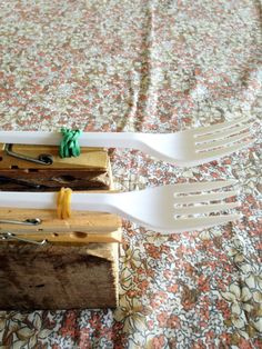 Costruiamo una catapulta con le mollette da bucato http://www.piccolini.it/post/683/costruiamo-una-catapulta-con-le-mollette-da-bucato/