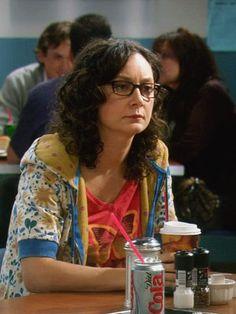 Sara Gilbert as Leslie Winkle on The Big Bang Theory Cbs Tv Shows, Leonard Hofstadter, Sara Gilbert, Amy Farrah Fowler, Johnny Galecki, Mayim Bialik, Kate Jackson, Comedy Tv, Big Bang Theory