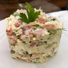 Просто салатик (ветчина, огурцы свежие, сыр, яйцо, чеснок, майонез)