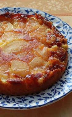 Spilled cake with caramelized apples - Cuisine - gateaux et desserts Summer Dessert Recipes, Easy Cake Recipes, Easy Desserts, Sweet Recipes, Food Cakes, Chocolate Recipes, Cake Chocolate, Easy Meals, Food And Drink