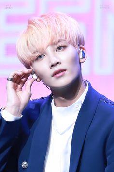 Yoon Jeonghan || Seventeen Woozi, Mingyu, Jeonghan Seventeen, Won Woo, Joshua Hong, Seventeen Debut, All The Things Meme, Vernon Hansol, Flower Boys
