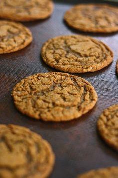 손바닥만한? 츄~~이시러운 자이언트 진저쿠키 - 아껴먹기?^^ : 네이버 블로그 Caramel Candy, Biscuit Cookies, Cafe Food, Food Plating, Baking Recipes, Biscuits, Bakery, Sweet Treats, Deserts