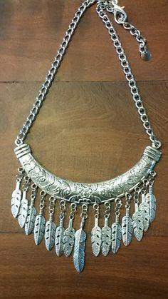 Feather Jewelry, Boho Jewelry, Beaded Jewelry, Jewelery, Silver Jewelry, Jewelry Accessories, Beaded Necklace, Jewelry Design, Diy Jewelry Gifts