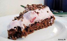 Rugbrødskage med hindbærskum og chokoladespåner