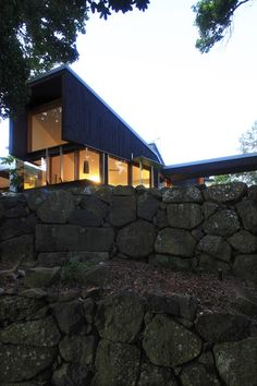 Built by Donovan Hill in Tweed Heads, Australia with date Images by Jon Linkins. A private, grassy plateau is emphasised as a walled garden set within the natural landscape, and includes the primary. Nook And Cranny, House Front, Landscape, Architecture, Gallery, Building, Outdoor Decor, Nature, Walled Garden