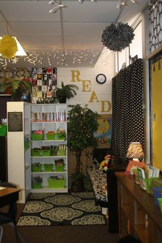 Another great classroom library idea: this set up gives students a private corner so the rest of the classroom is not disrupting them. Although this corner is not completely closed off, students who are finished with other assignments can come to this corner and read without disrupting their peers.