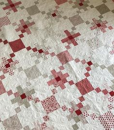 Orange Peel Mini Quilt and a Quilt Along! Scrappy Quilts, Mini Quilts, Patch Quilt, Quilt Blocks, Irish Chain Quilt, Project Red, Black And White Quilts, Two Color Quilts, Girls Quilts
