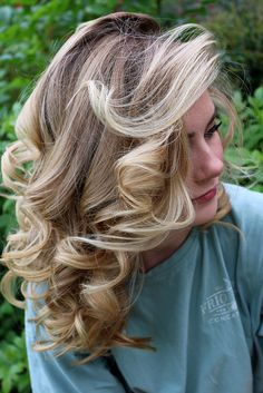 I've included step-by-step tips for getting defined curls and lots of volume when you have straight hair like I do. #curls #curlyhair