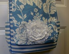 Morning by Morning Productions: Messenger Bag Tutorial - Part 1 Messenger Diaper Bags, Sew Wallet, Handbag Patterns, Fabric Purses, Handmade Purses, Quilted Bag, Cute Bags, Green Bag, Couture
