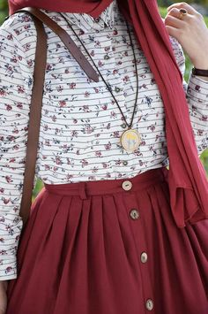 Merlot button up skirt with white patterned top and gold robe jewelry Islamic Fashion, Muslim Fashion, Modest Fashion, Fashion Dresses, Casual Hijab Outfit, Hijab Chic, Modest Dresses, Modest Outfits, Hijab Mode