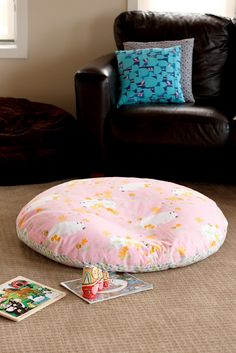 floor cushion: Super easy - two 1m diameter circles sewed together and filled. Could do this with fleece too and tie the ends together instead of sewing!! Good for us no-sewers!