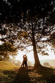 Ideas travel couple photography pictures for 2019 Couple Photoshoot Poses, Couple Photography Poses, Pre Wedding Photoshoot, Travel Photography, Engagement Photo Poses, Engagement Photo Inspiration, Engagement Pictures, Travel Inspiration, Engagement Shoots