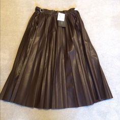 """Zara Black Faux Leather Midi Skirt Zara NEW Faux Leather Pleated Midi Skirt! Great Detail at Waist!!! Exposed Side Zipper! Sweater! 28""""                                                                          NO TRADING NO HOLDS, PLEASE DON'T ASK. LOWBALL OFFERS WILL BE IGNORED.  Zara Skirts"""
