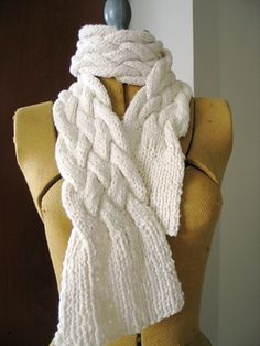 Ravelry: Chunky Braided Scarf pattern by Jimenita.  Gives impression of fringe without the mess.  Free Download Pattern Available.