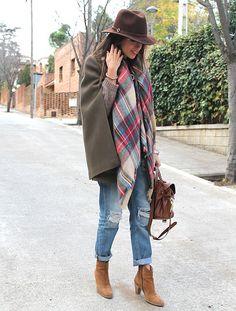 La bufanda de cuadros escoceses de Zara va con todos los looks y está genial de precio, por eso ha invadido las calles ¿Te has cansado ya de ella o todavía quieres la tuya?
