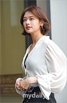 Jung So Min, Short Hairstyles For Thick Hair, Short Hair Styles, Korean Beauty, Asian Beauty, Short Hair Outfits, Cute Beauty, Korean Actresses, Aesthetic Girl