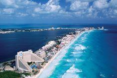 Cancún fica em uma península localizada no México e que hoje é centro turístico mais importante do país. Sabe por quê? Eles conseguiram preservar suas belezas naturais e sua cultura ancestral, representada pelas cidades maias, que ficam por ali, ao redor de toda a região.