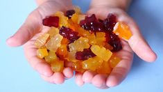 Healthy Gummy Bear Recipe (Using Fruit & Honey Here& a healthy gummy bear recipe that uses just fruit, honey, gelatin, and love. A tasty take on the classic (but kinda junky) kid& candy. Recipes Using Fruit, Baby Food Recipes, Snack Recipes, Homemade Gummies, Homemade Gummy Bears, Healthy Candy, Healthy Snacks, Healthy Recipes, Easy Recipes
