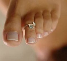 Pretty silver toe rings with flower design Simple Toe Nails, Antique Jewelry, Silver Jewelry, Silver Toe Rings, Toe Nail Art, Temple Jewellery, Flower Designs, Heart Ring, Plating