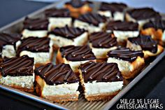 Dulce de leche cheesecake bars topped with chocolate glaze Cookie Desserts, Just Desserts, Cookie Recipes, Delicious Desserts, Dessert Recipes, Yummy Food, Mexican Desserts, Tasty, Cookie Bars